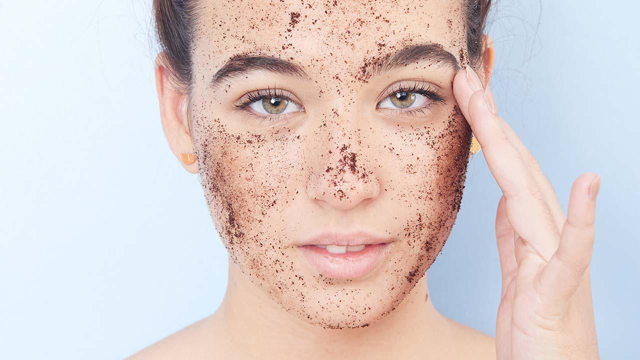 Tẩy tế bào chết da định kỳ 1-2 lần/ tuần để duy trì làn da sạch khỏe